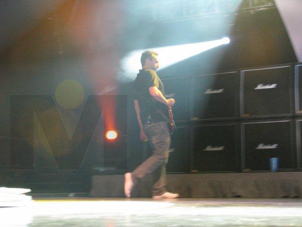 22-Noel Hogan en la guitarra en Monterrey.jpg