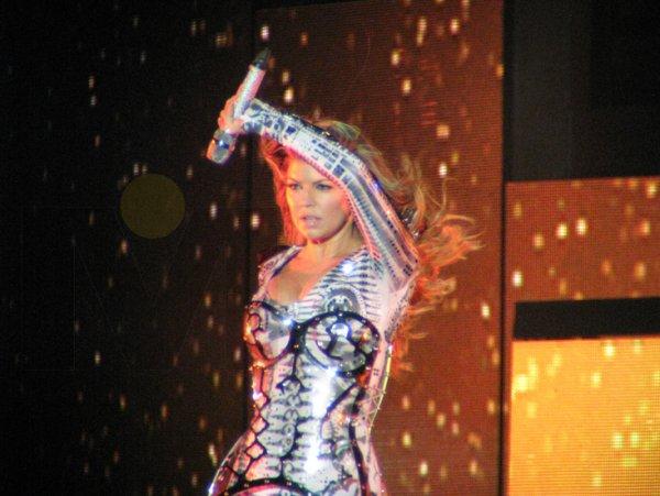 17-Fergie-lucio-impactante-en-todos-sus-cambios-de-vestuario.jpg